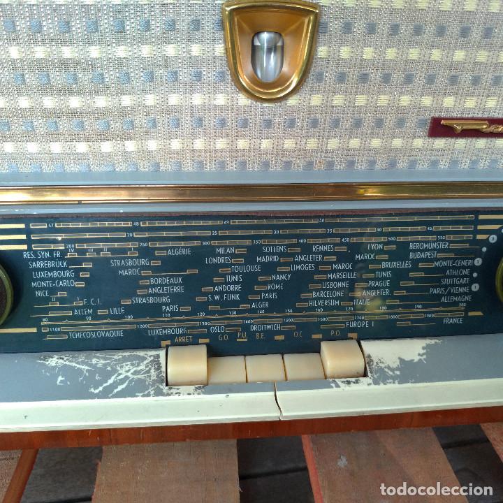 Radios de válvulas: Radio antigua con giradiscos RADIOLA - Foto 13 - 234562370