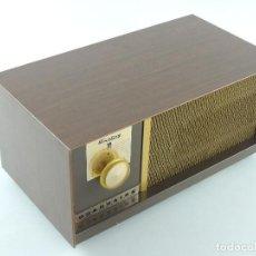 Radios de válvulas: VINTAGE RADIO WARING GUARDAIRE DELUXE MODELO 2400. Lote 234925795