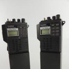 Radios de válvulas: PAREJA DE WOKI TOKI VINTAGE TRANSCEPTOR PORTÁTIL DE MANO YAESU FTH-2005. Lote 234926615