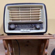 Radios de válvulas: RADIO ANTIGUA BAQUELITA TELEFUNKEN U-1615 PANCHITO 57 OM-OC,AM CON SU TRANSFORMADOR. Lote 235124345