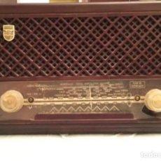 Radios de válvulas: RADIO PHILIPS BE 212 U, EN BAQUELITA - AÑO 1.951. Lote 235314515