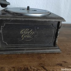 Radios de válvulas: ANTIGUO TOCADISCOS CARLOS GARDEL. Lote 236752770