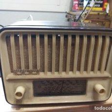 Radios de válvulas: RADIO DE VALVULAS TELEFUNKEN PANCHITO U1915. Lote 236896775