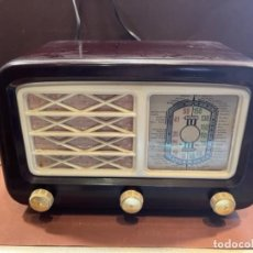 Radios de válvulas: RADIO BAQUELITA COLOR MARRÓN CHOCOLATE MED.: 24X16X12 CMS. -ORIGINAL ÉPOCA- (G). Lote 243820075