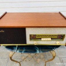 Radios de válvulas: EURELEC RADIO TOCADISCOS VINTAGE. Lote 244479210