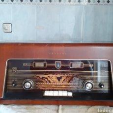 Radios de válvulas: RADIO PHILIPS B5X62A FUNCIONANDO Y MUY BUEN ESTADO.. Lote 245277660