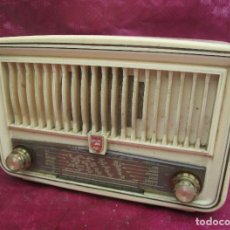 Radios de válvulas: RADIO ANTIGUA VALVULAS PHILIPS BAKELITA BEIG COMPLETA MUY BONITA. Lote 245731005