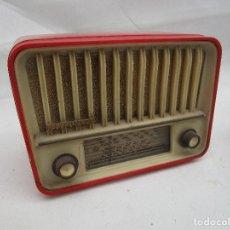 Radios de válvulas: RADIO ANTIGUA VALVULAS TELEFUNKEN PANCHITO BAKELITA ROJA COMPLETA MUY BONITA. Lote 245731140