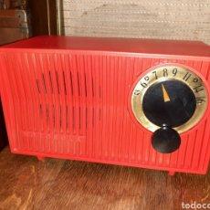 Radios de válvulas: RADIO PEQUEÑA, MOTOROLA 53R , FUNCIONANDO.AMERICANO AÑO 1953.. Lote 245970520