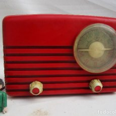 Radios de válvulas: PRECIOSA MINI RADIO ULTRAMAR ROJA BAKELITA. Lote 246007705