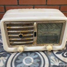 Radios de válvulas: RADIO ANTIGUA GELOSO G-301 MÁS PONIENDO USMO. Lote 246127150