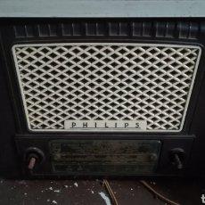 Radios de válvulas: ANTIGUA RADIO DE VÁLVULAS PHILIPS PARA RESTAURAR. Lote 246182410