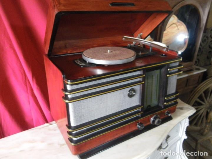 MUY BONITA RADIO CON TOCADISCOS .. VER (Radios, Gramófonos, Grabadoras y Otros - Radios de Válvulas)
