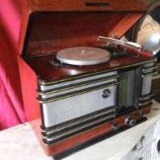 Radios de válvulas: MUY BONITA RADIO CON TOCADISCOS .. VER. Lote 246652330
