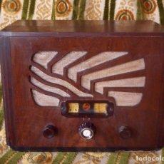 Radios de válvulas: RADIO DE MADERA CON VÁLVULAS PHILIPS OCTODE SÚPER - AÑOS 30. Lote 252319820