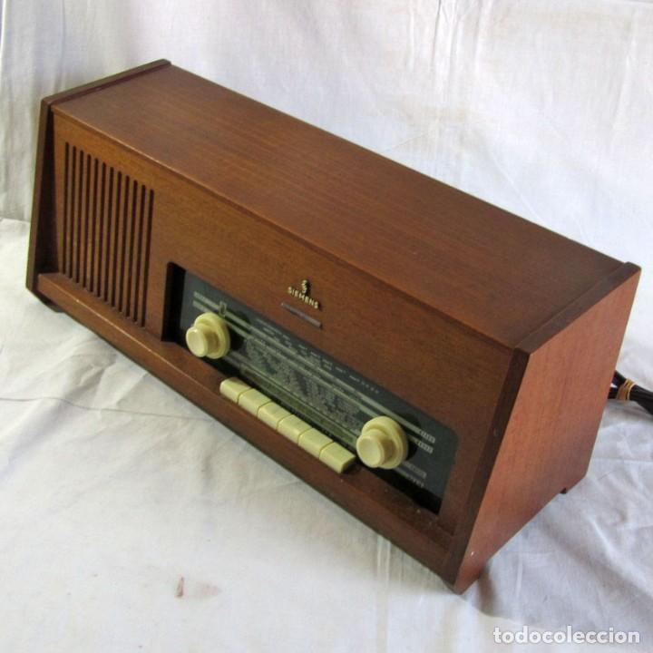 RADIO DE MADERA Y VÁLVULAS SIEMENS SPEZIALSUPER TYP RB11, FUNCIONANDO (Radios, Gramófonos, Grabadoras y Otros - Radios de Válvulas)