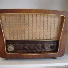 Radios à lampes: ANTIGUA RADIO DE MADERA DESCONOCEMOS FABRICANTE VER FOTOS PARA PIEZAS O RESTAURAR. Lote 257469630