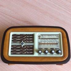Radios de válvulas: RÉPLICA RADIO ANTIGUA FUNCIONA A PILAS 13X8CM. Lote 257663280