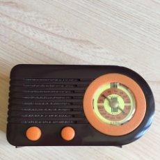 Radios de válvulas: RÉPLICA RADIO ANTIGUA FUNCIONA A PILAS 12X7CM. Lote 257663520
