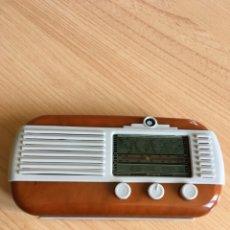 Radios de válvulas: RÉPLICA RADIO ANTIGUA FUNCIONA A PILAS 12X7CM. Lote 257665080