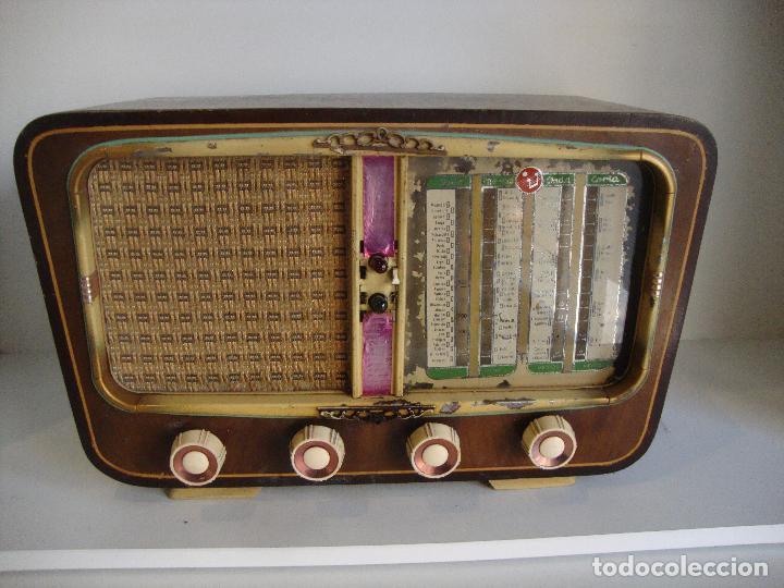 ANTIGUA RADIO DE MADERA DESCONOCEMOS FABRICANTE VER FOTOS PARA PIEZAS O RESTAURAR (Radios, Gramófonos, Grabadoras y Otros - Radios de Válvulas)