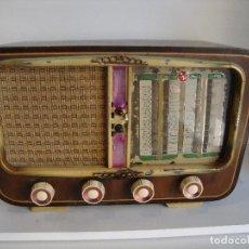 Radio a valvole: ANTIGUA RADIO DE MADERA DESCONOCEMOS FABRICANTE VER FOTOS PARA PIEZAS O RESTAURAR. Lote 260312430
