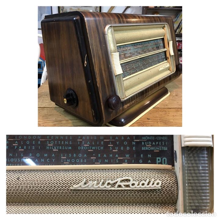 MUY CURIOSA RADIO ANTIGUA CON AMPLIO CRISTAL COM SINTONÍAS URSS BUDAPEST LUXEMBURGO FRANCIA (Radios, Gramófonos, Grabadoras y Otros - Radios de Válvulas)