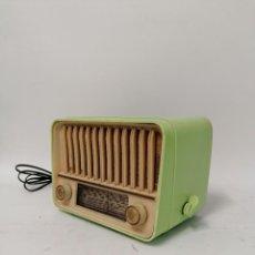 Radios de válvulas: RARA RADIO DE VÁLVULAS TELEFUNKEN PANCHITO VERDE. 125V FUNCIONANDO. Lote 261793250
