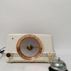 Radios de válvulas: MUY RARA RADIO DE VÁLVULAS EN BAQUELITA BLANCA. RADIO IBERIA.. Lote 261793435
