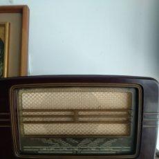 Radios de válvulas: RADIO ANTIGUA PHILIPS. Lote 262053985