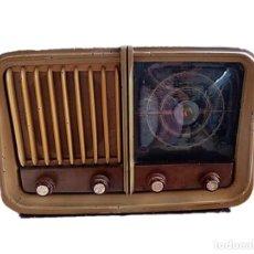 Radios de válvulas: RADIO MAGESTIC MODELO COPPELIA AÑOS 40. Lote 262228495