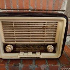 Radios à lampes: ANTIGUA RADIO INVICTA. Lote 263962150