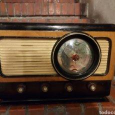 Radios de válvulas: LOTE DE RADIOS ANTIGUAS Y UN MAGNETOFON CON RADIO. Lote 263963415