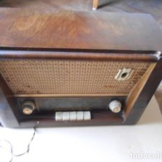 Radios de válvulas: RADIO ANTIGUA MARCA S I D E R A L DE MADERA. Lote 264982244