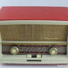 Radio a valvole: ANTIGUA RADIO DE VÁLVULAS TELEFUNKEN. MODELO CAPRICHO U-2225. COLOR ROJO. Lote 265118309