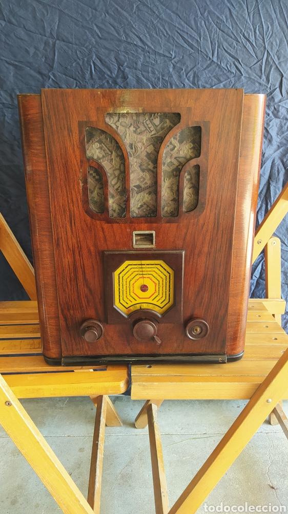 RADIO CAPILLA ANTIGUA DE PHILIPS DE 1935. (Radios, Gramófonos, Grabadoras y Otros - Radios de Válvulas)
