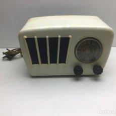 Radios à lampes: RADIO DE BAQUELITA BLANCA SIN MARCA DE FABRICANTE NI MODELO - MIRAR FOTOS ADICIONALES. Lote 270129463