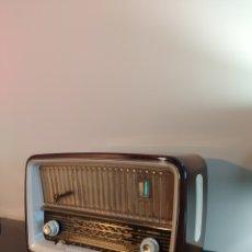 Radios de válvulas: ANTIGUA RADIO DE VÁLVULAS TELEFUNKEN GAVOTTE. Lote 270234323