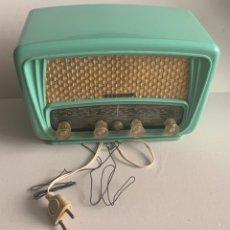 Radios de válvulas: PRECIOSA RADIO DE BAQUELITA RADIALVA SUPER-AS 55 RETRO VINTAGE. Lote 273300148