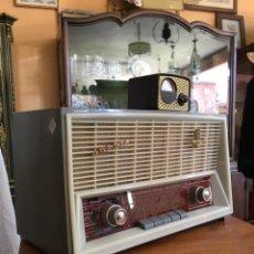 Radios de válvulas: RADIO ANTIGUA DE VÁLVULAS - IBERIA RADIO MODELO FB 1063 FM - AM. Lote 275094178