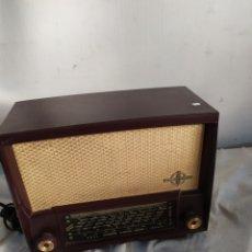 Radios de válvulas: ANTIGUA RADIO DE VÁLVULAS DE BAQUELITA. Lote 276152488