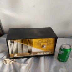 Radios de válvulas: PEQUEÑA RADIO ANTIGUA DE VÁLVULAS RADIALVA. Lote 276152548