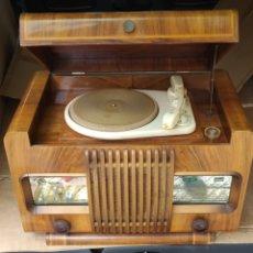 Radios de válvulas: ESPECTACULAR RADIO ANTIGUA. Lote 276799233
