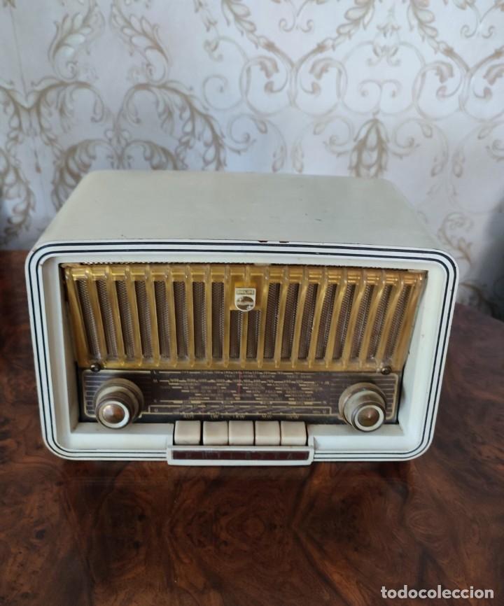 RADIO ANTIGUA DE BAKELITA MARCA PHILIPS BUEN ESTADO DE COLECION!!! (Radios, Gramófonos, Grabadoras y Otros - Radios de Válvulas)