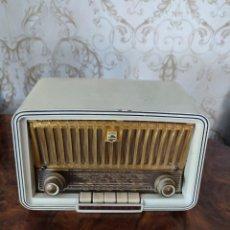 Radios de válvulas: RADIO ANTIGUA DE BAKELITA MARCA PHILIPS BUEN ESTADO DE COLECION!!!. Lote 277047468