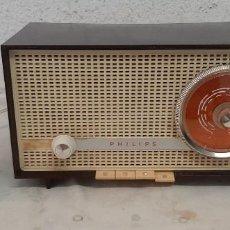 Radios de válvulas: RADIO A VALVULAS PHILIPS B2E14A. Lote 277289373