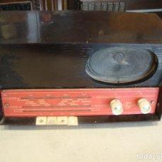 Radios de válvulas: ANTIGUA RADIO VALVULAS DE MADERA PHILIPS VER FOTOS PARA PIEZAS O RESTAURAR. Lote 277552823