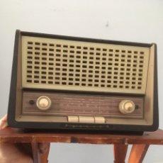 Radios de válvulas: RADIO PHILIPS CON TRANSFORMADOR Y REPISA. Lote 278623278