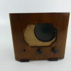 Radios à lampes: ANTIGUA RADIO DE VALVULAS DE MADERA PARA RESTAURAR. Lote 284812278