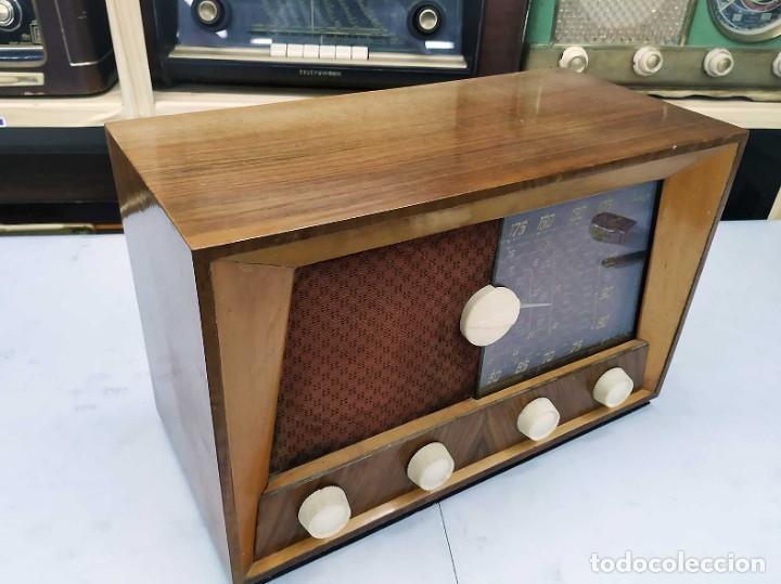 Radios de válvulas: ANTIGUA RADIO. FUNCIONANDO. 125 V. SE PUEDE RECOGER EN EL ANTIGUO MUSEO DE LA RADIO. BURGOS. - Foto 3 - 285116393